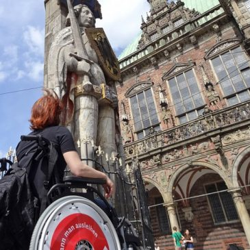 Rollstuhl-Experiment im Sommer-Trubel