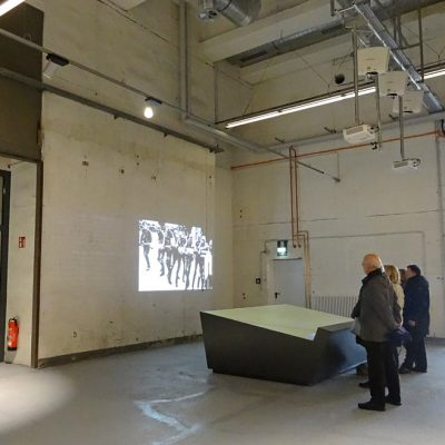 Interaktive Karte und Filme im Eingangsbereich