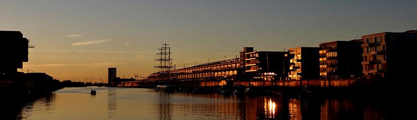 Der Europahafen - die Sonne verabschiedet sich