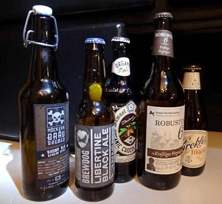 Leere Flaschen nach der Verkostung