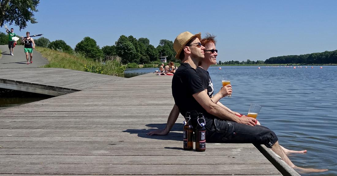 """Die letzten Flaschen """"Master + Servants"""" werden am Werdersee in Bremen genossen"""
