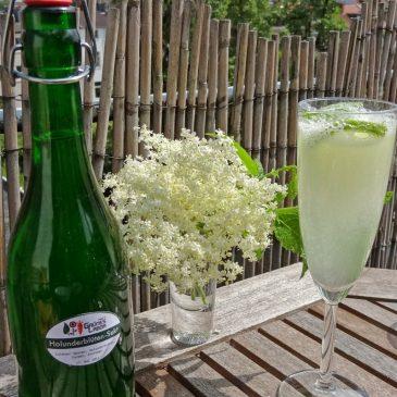 Selbstversorger-Drinks aus Holunder und Brennnessel