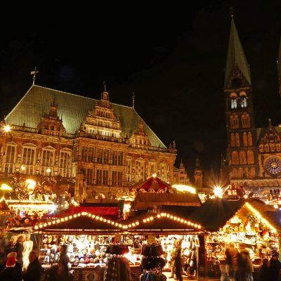 Weihnachtsmarkt vor dem UNESCO-Welterbe Rathaus