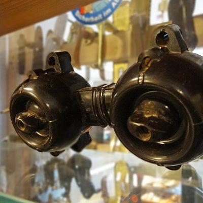 Schöne schwarze Schalter aus Bakelit