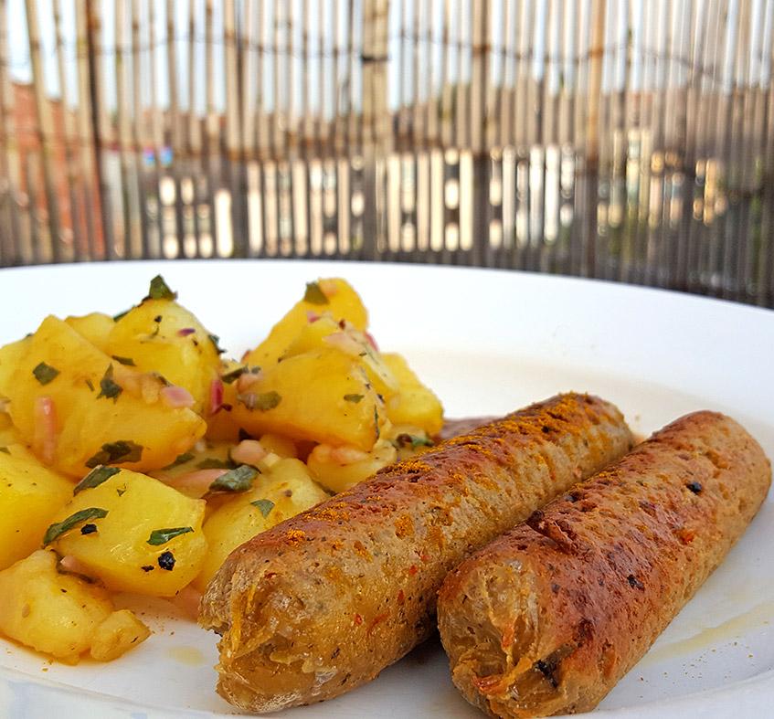 Vegane Bratwurst mit Kartoffel-Sauerampfer-Salat