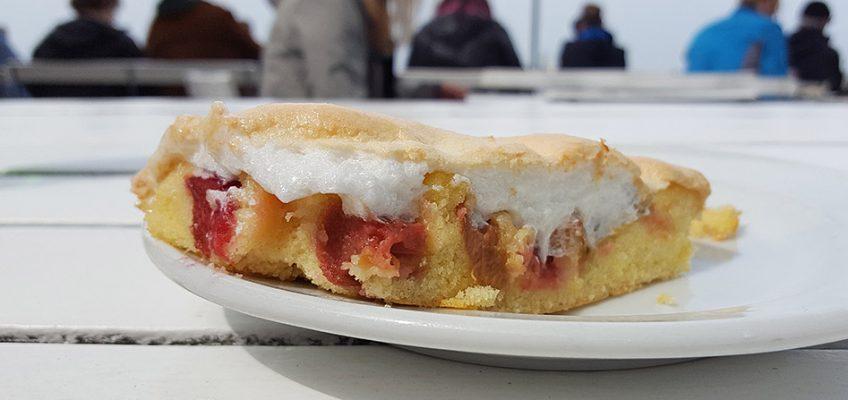 Grund für den Ausflug nach Dangast: Der legendäre Rhabarber-Kuchen