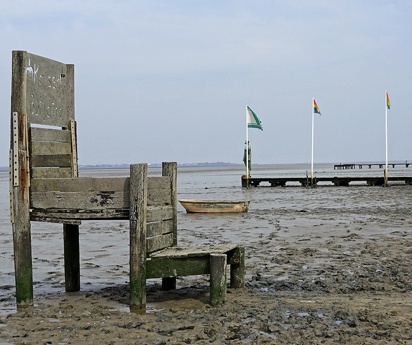 Kunst am Strand in Dangast - der Thron von Kaiser Butjatha