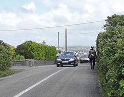 Burren Way auf engen Straßen