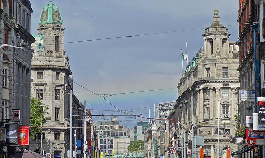 Regenbogen über der O'Connell Street