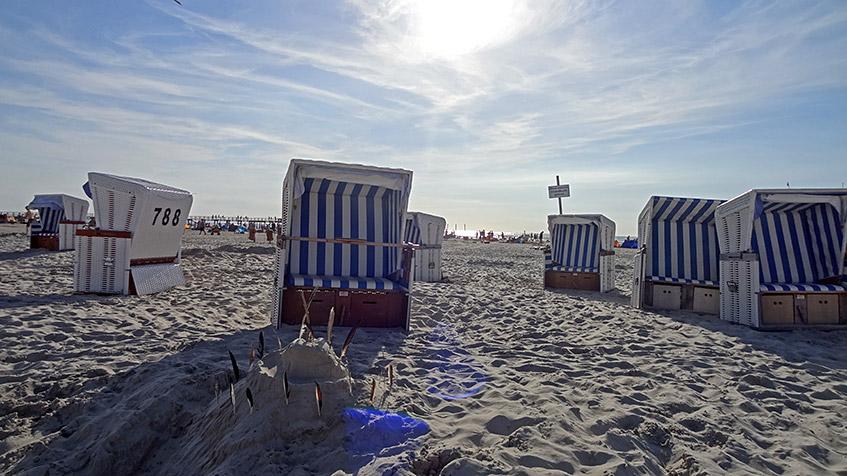 Einen Strandkorb blau-weiß, bitte