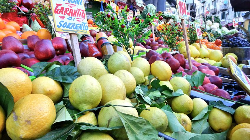 Obst aus Sorrent in Sanità