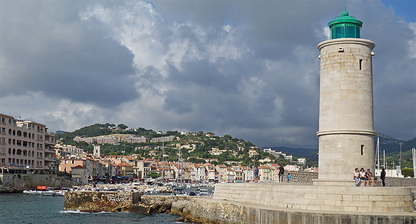 Einfahrt in den Hafen von Cassis