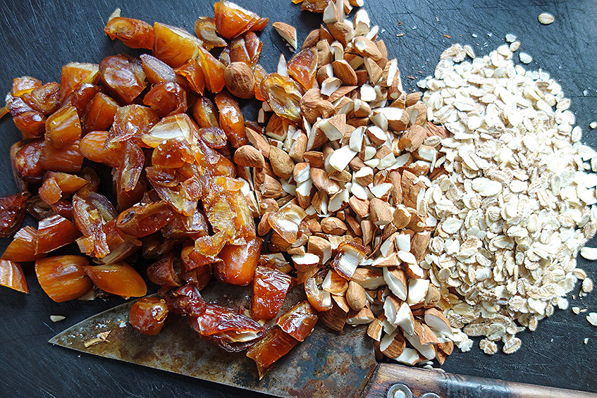 Zutaten für die Dattel-Mandel-Flocken-Masse