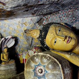Buddha-Statuen im Höhlentempel