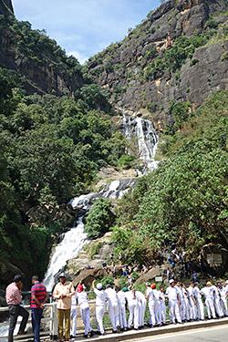 Ravana Falls - Wasserfall an der Hauptstraße
