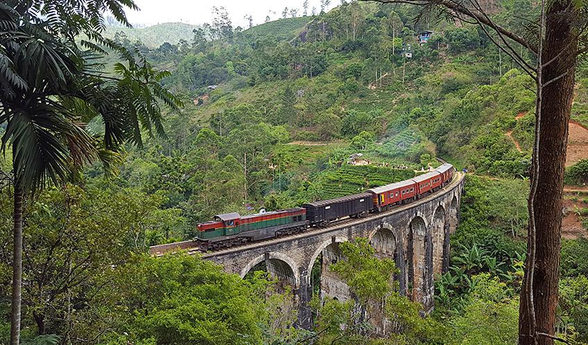 Nine Arches Bridge bei Ella - natürlich mit Zug