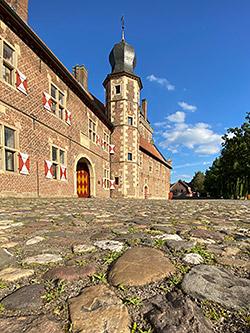 Vorburg - Turm und Haupttor