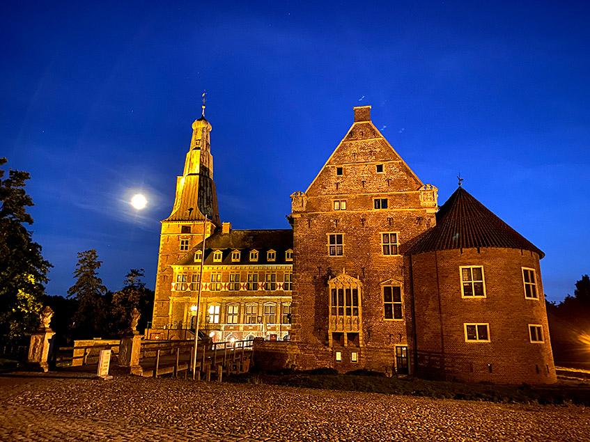 Das Schloss am Abend